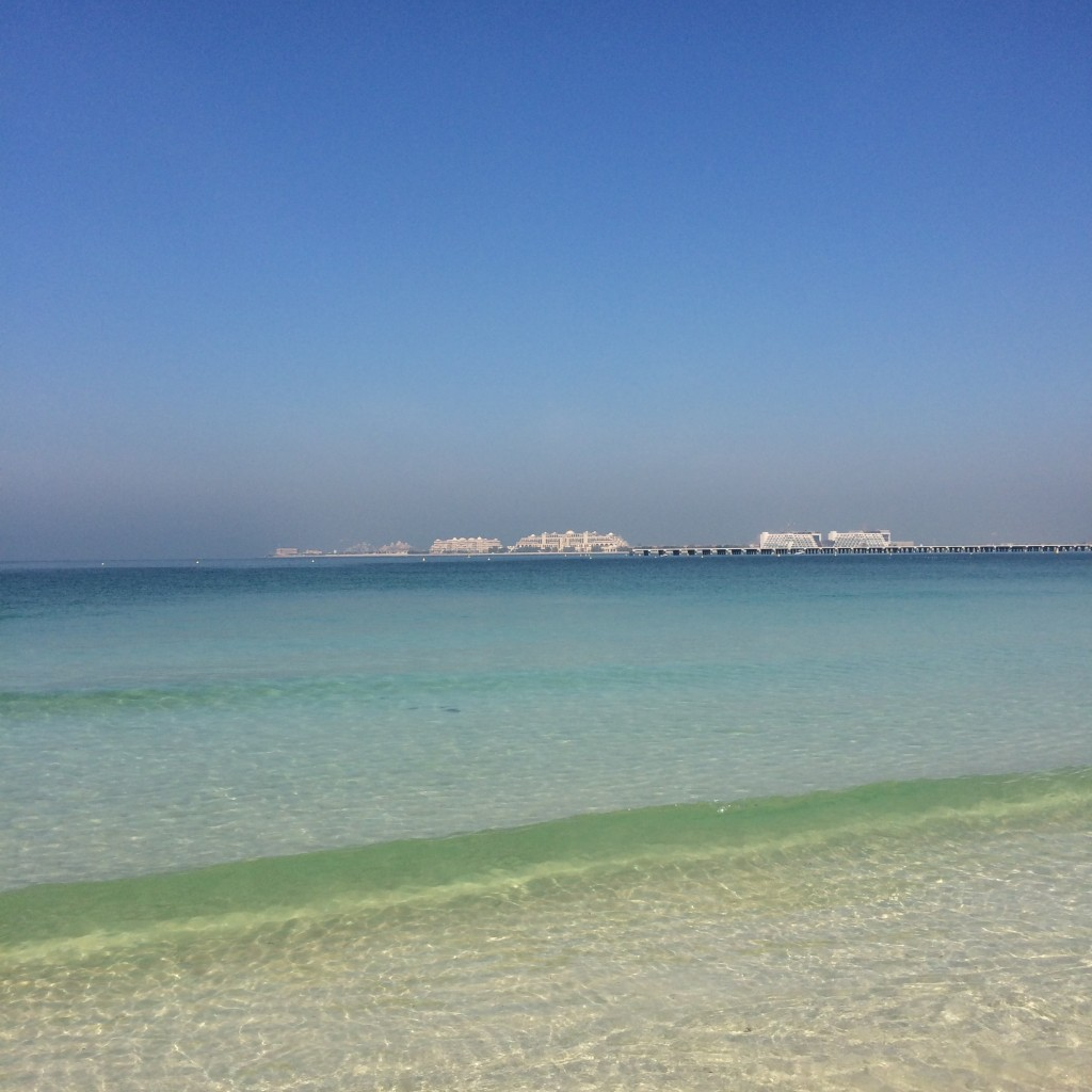 Пляж в районе Дубай Марина