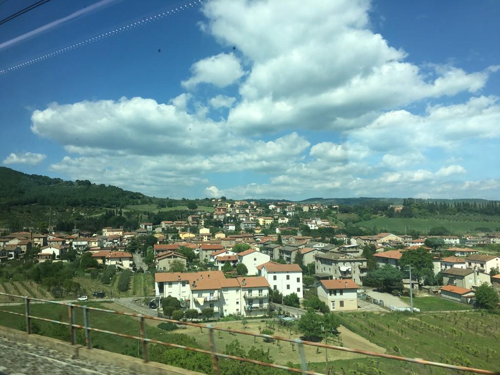 Вид из окна поезда из Рима во Флоренцию