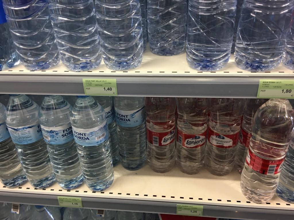 Цены в супермаркетах: бутылка воды от 1 Евро