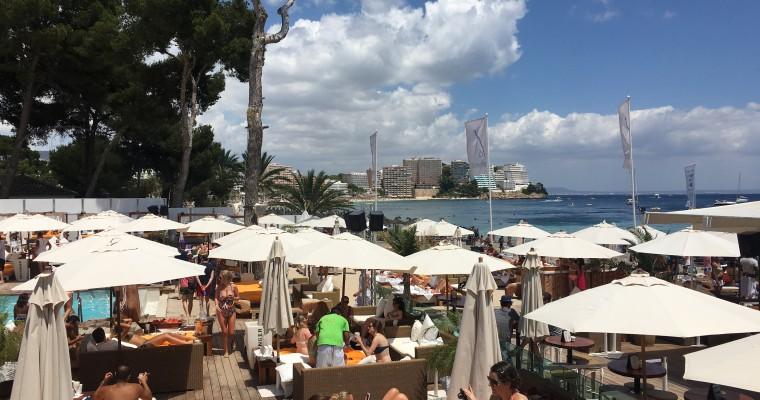 Nikki Beach Mallorca расположен в г. Магалуф