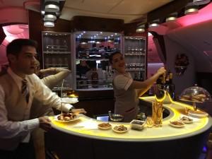 Бар в самолете A380 Emirates