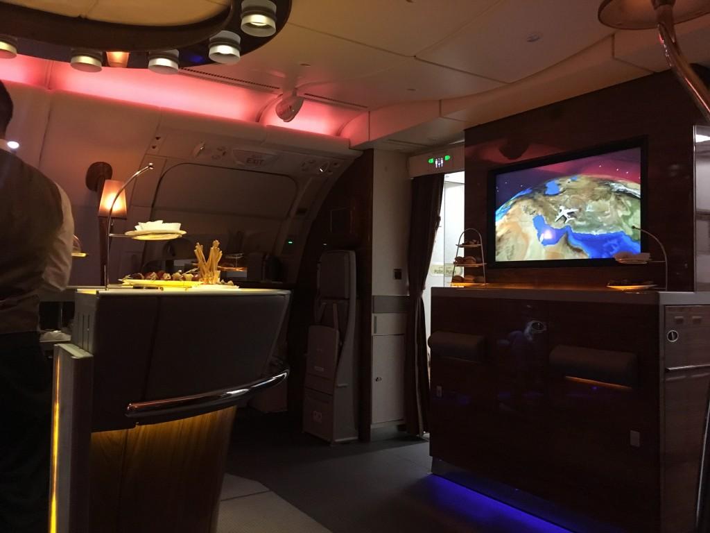 Бар для пассажиров первого и бизнес класса Emirates