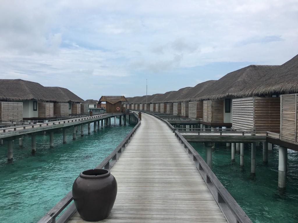 Виллы на воде в отеле Velassaru Maldives