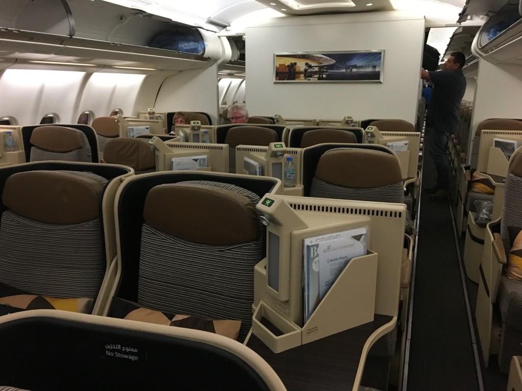 Салон бизнес класса Etihad A330