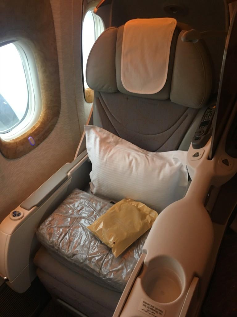 Кресло бизнес-класса Emirates Boeing-777