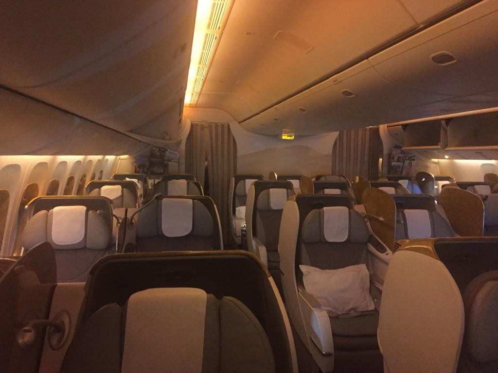Салон бизнес-класса Emirates Boeing 777