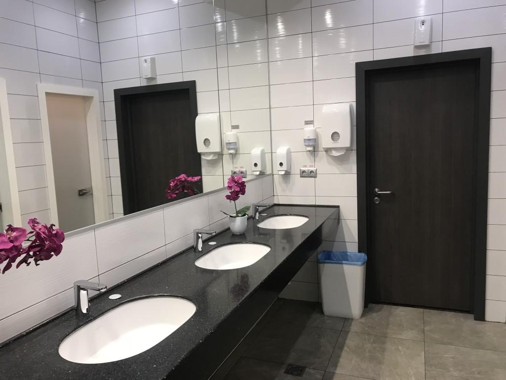 Туалетные комнаты показались мне простыми, но аккуратными