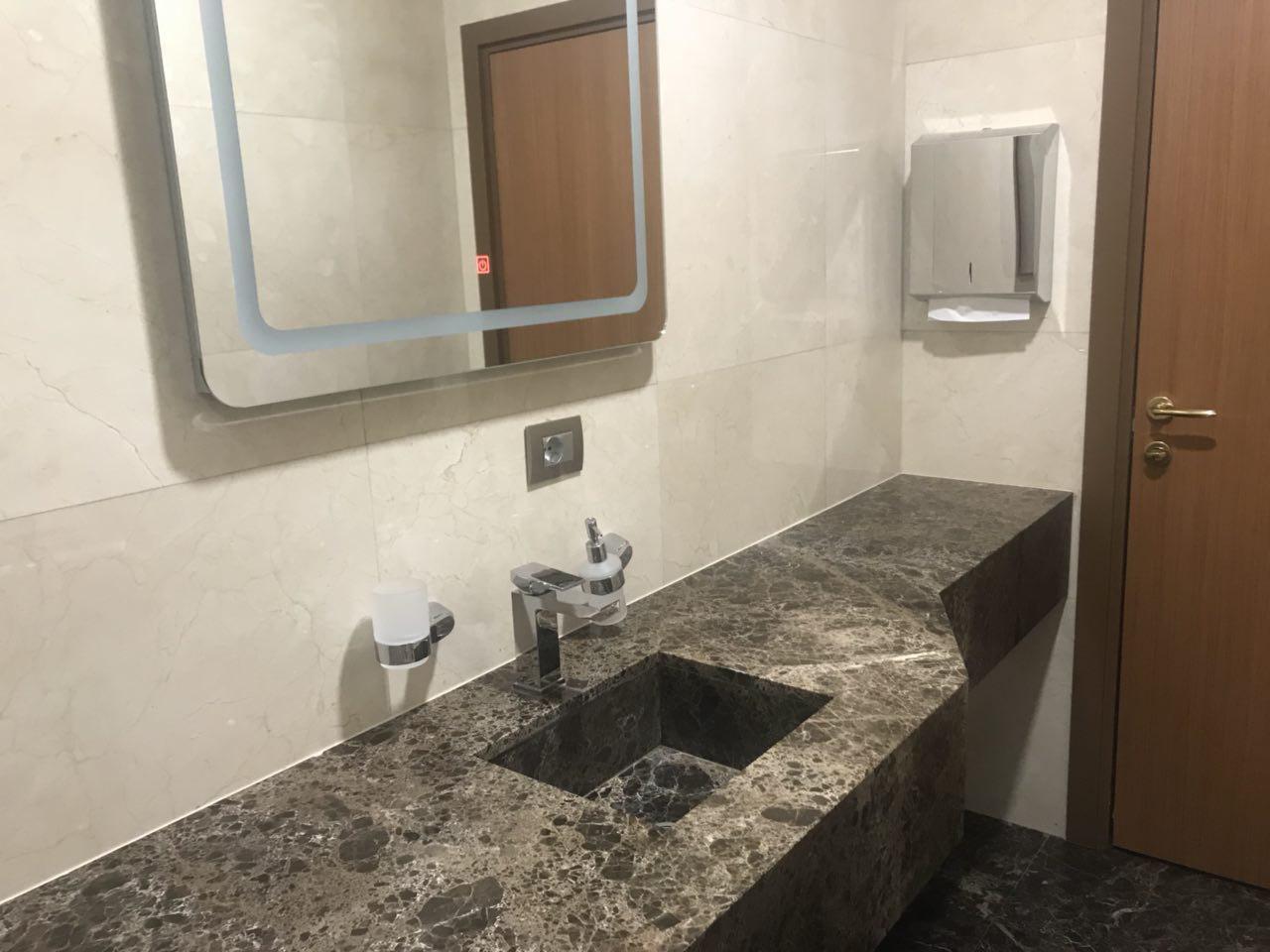 Чистые туалетные комнаты.