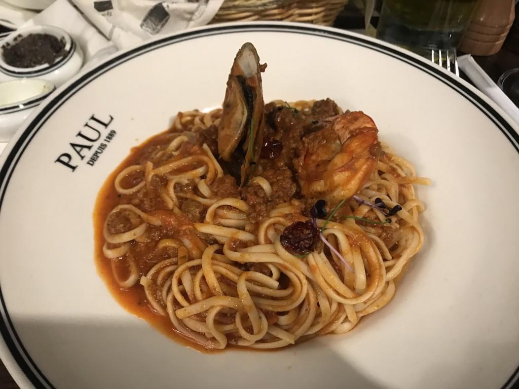Паста с морепродуктами — 80 дирхам.